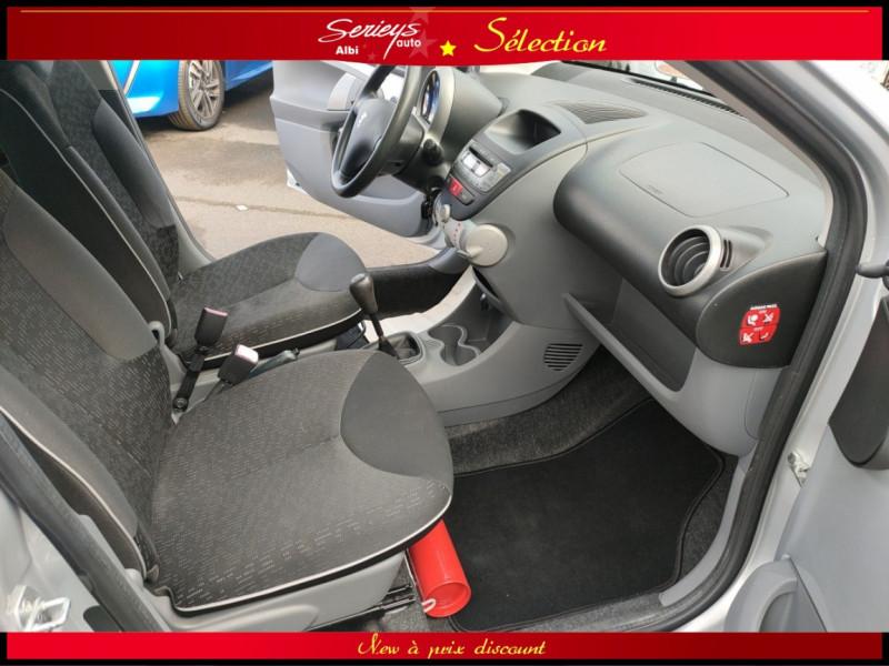 Photo 16 de l'offre de PEUGEOT 107 Trendy 1.0 12V 68 5 PTES RAS CLIM à 4480€ chez Garage Serieys Auto