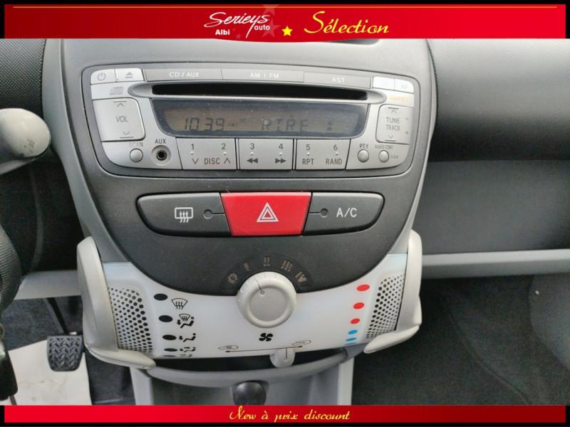 Photo 12 de l'offre de PEUGEOT 107 Trendy 1.0 12V 68 5 PTES RAS CLIM à 4480€ chez Garage Serieys Auto
