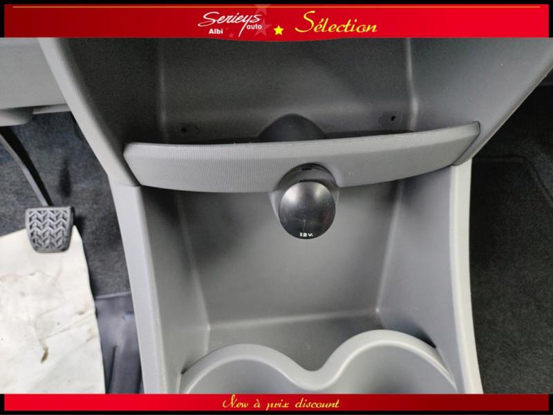 Photo 13 de l'offre de PEUGEOT 107 Trendy 1.0 12V 68 5 PTES RAS CLIM à 4480€ chez Garage Serieys Auto