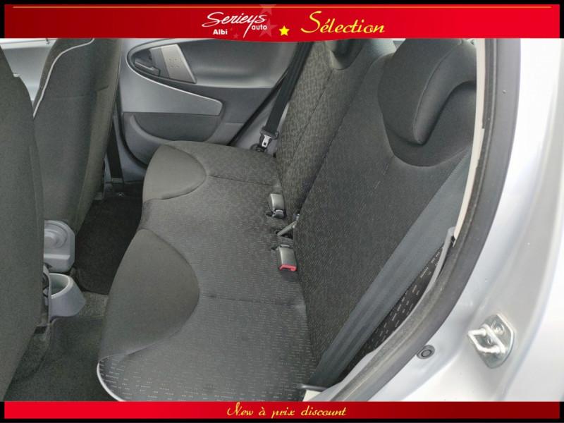 Photo 17 de l'offre de PEUGEOT 107 Trendy 1.0 12V 68 5 PTES RAS CLIM à 4480€ chez Garage Serieys Auto