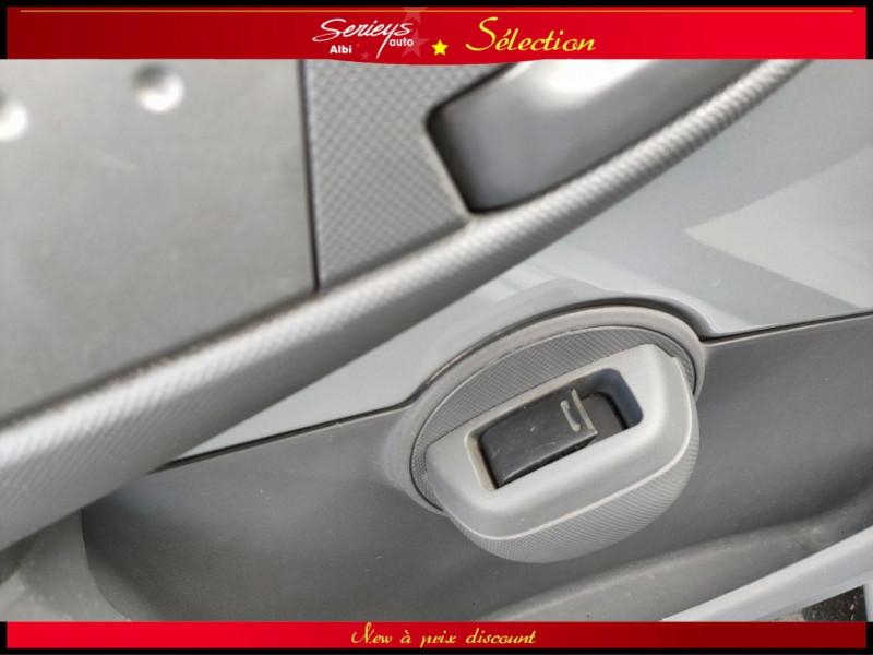 Photo 18 de l'offre de PEUGEOT 107 Trendy 1.0 12V 68 5 PTES RAS CLIM à 4480€ chez Garage Serieys Auto
