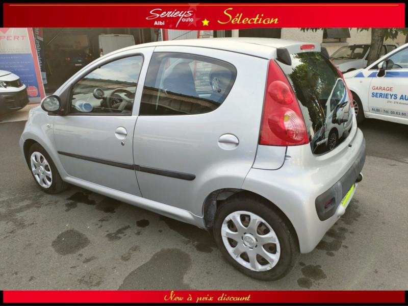 Photo 8 de l'offre de PEUGEOT 107 Trendy 1.0 12V 68 5 PTES RAS CLIM à 4480€ chez Garage Serieys Auto
