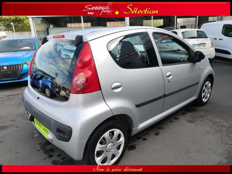 Photo 11 de l'offre de PEUGEOT 107 Trendy 1.0 12V 68 5 PTES RAS CLIM à 4480€ chez Garage Serieys Auto