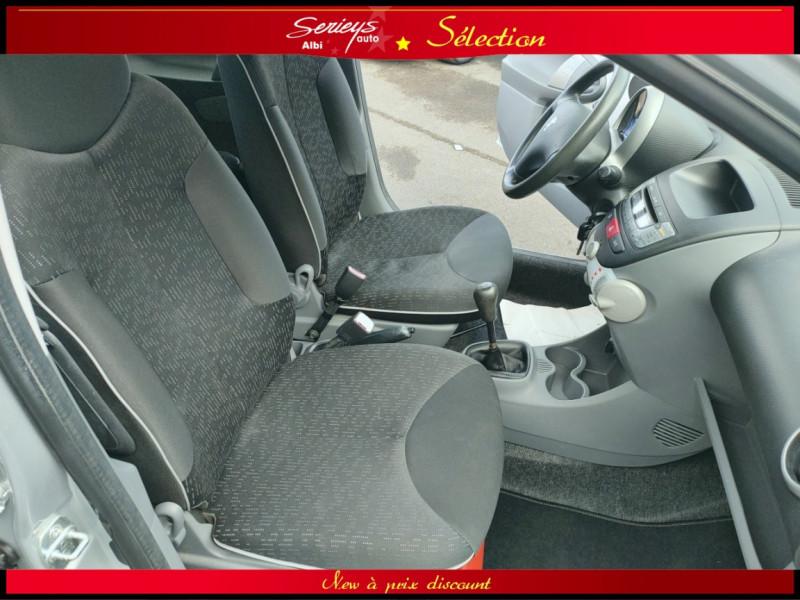 Photo 10 de l'offre de PEUGEOT 107 Trendy 1.0 12V 68 5 PTES RAS CLIM à 4480€ chez Garage Serieys Auto
