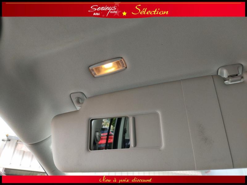 Photo 12 de l'offre de VOLKSWAGEN TOURAN Confort line 1.6 TDI 105 JA à 9880€ chez Garage Serieys Auto