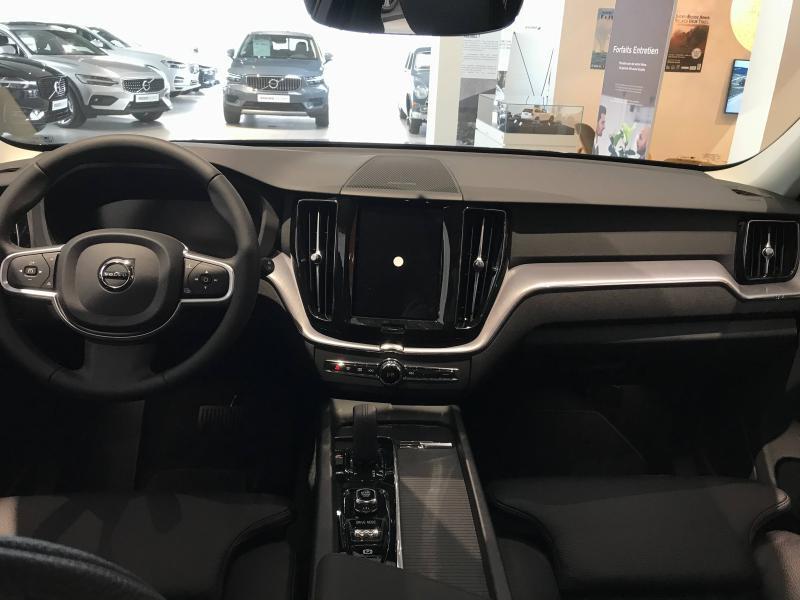 Photo 2 de l'offre de VOLVO XC60 B4 AdBlue AWD 197ch Business Executive Geartronic à 51900€ chez Côte Ouest Automobiles
