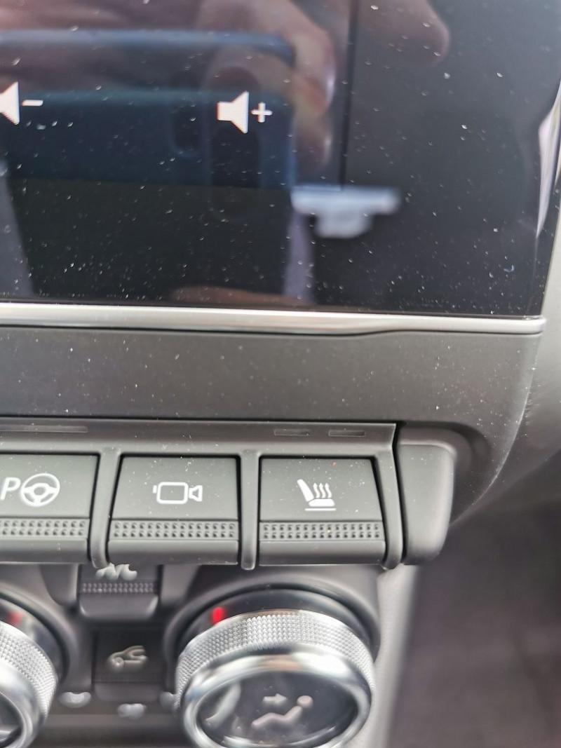 Photo 17 de l'offre de RENAULT CAPTUR II 1.3 TCE 140CH FAP INTENS EDC - 21 à 25990€ chez Willy Mathey automobiles