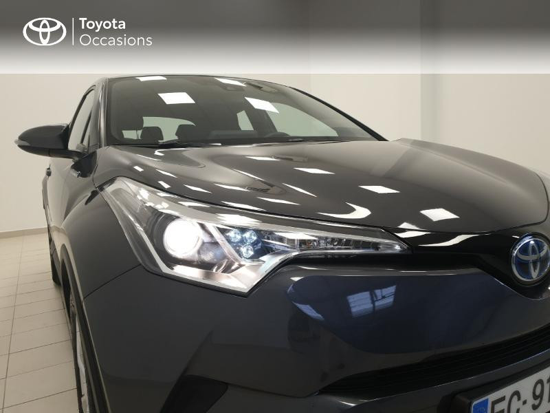 Photo 24 de l'offre de TOYOTA C-HR 122h Dynamic 2WD E-CVT RC18 à 20480€ chez Brest Automobiles - Toyota Brest