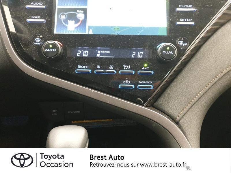 Photo 11 de l'offre de TOYOTA Camry Hybride 218ch Design à 33980€ chez Brest Automobiles - Toyota Brest