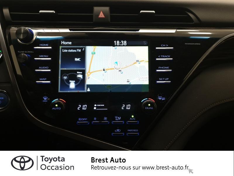 Photo 7 de l'offre de TOYOTA Camry Hybride 218ch Design à 33980€ chez Brest Automobiles - Toyota Brest