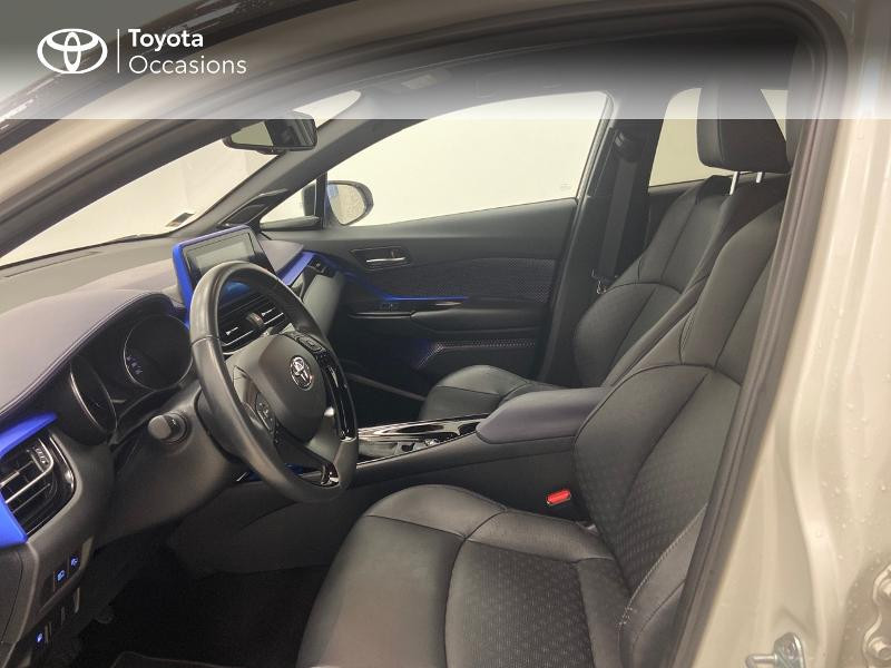 Photo 11 de l'offre de TOYOTA C-HR 122h Graphic 2WD E-CVT RC18 à 23980€ chez Brest Automobiles - Toyota Brest
