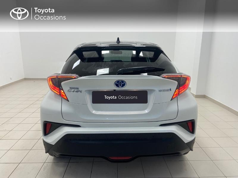 Photo 4 de l'offre de TOYOTA C-HR 122h Graphic 2WD E-CVT RC18 à 23980€ chez Brest Automobiles - Toyota Brest