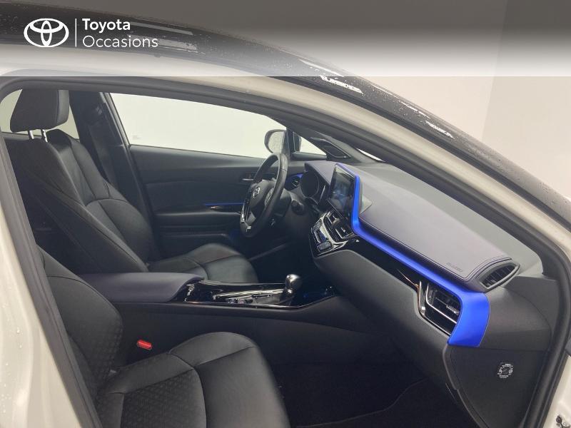 Photo 6 de l'offre de TOYOTA C-HR 122h Graphic 2WD E-CVT RC18 à 23980€ chez Brest Automobiles - Toyota Brest