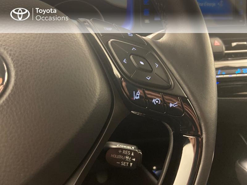 Photo 13 de l'offre de TOYOTA C-HR 122h Graphic 2WD E-CVT RC18 à 23980€ chez Brest Automobiles - Toyota Brest