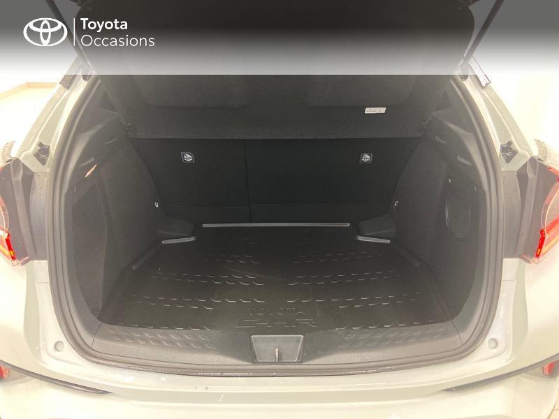 Photo 10 de l'offre de TOYOTA C-HR 122h Graphic 2WD E-CVT RC18 à 23980€ chez Brest Automobiles - Toyota Brest
