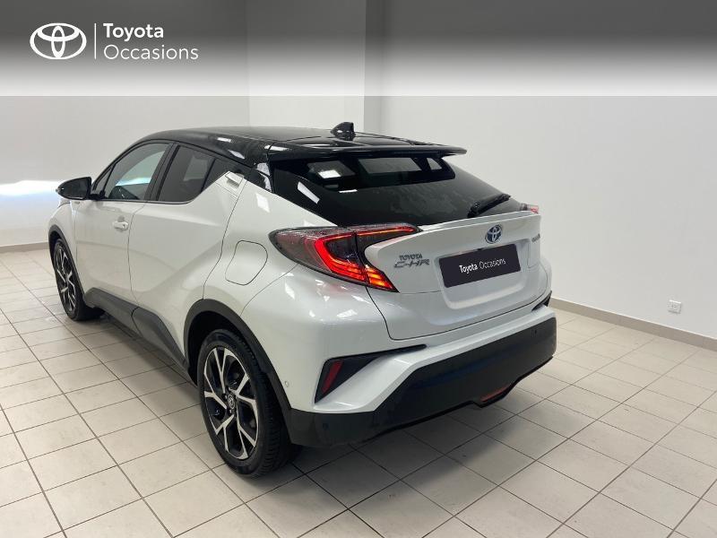 Photo 2 de l'offre de TOYOTA C-HR 122h Graphic 2WD E-CVT RC18 à 23980€ chez Brest Automobiles - Toyota Brest