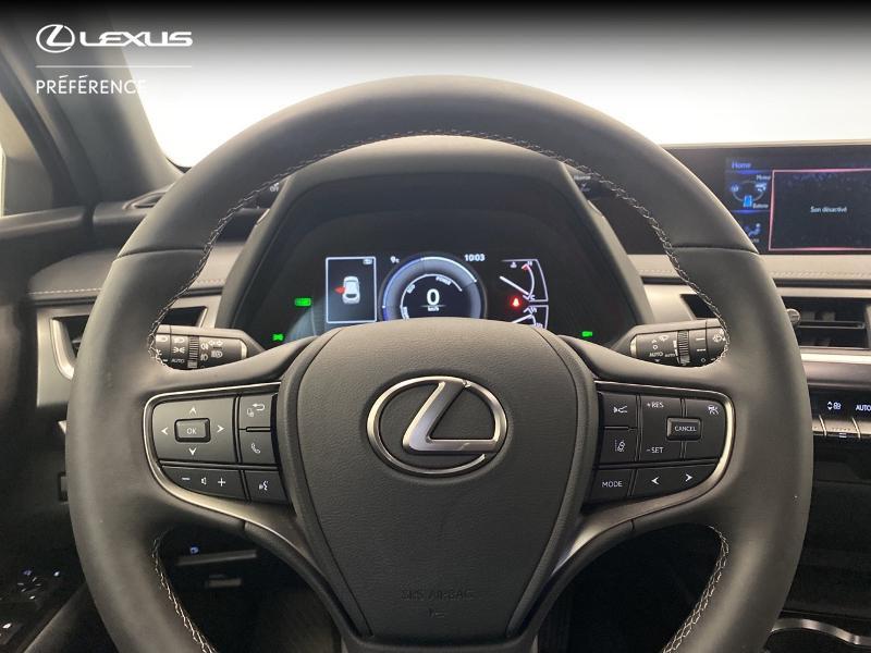 Photo 13 de l'offre de LEXUS UX 250h 2WD Premium Edition MY21 à 33980€ chez Brest Automobiles - Toyota Brest
