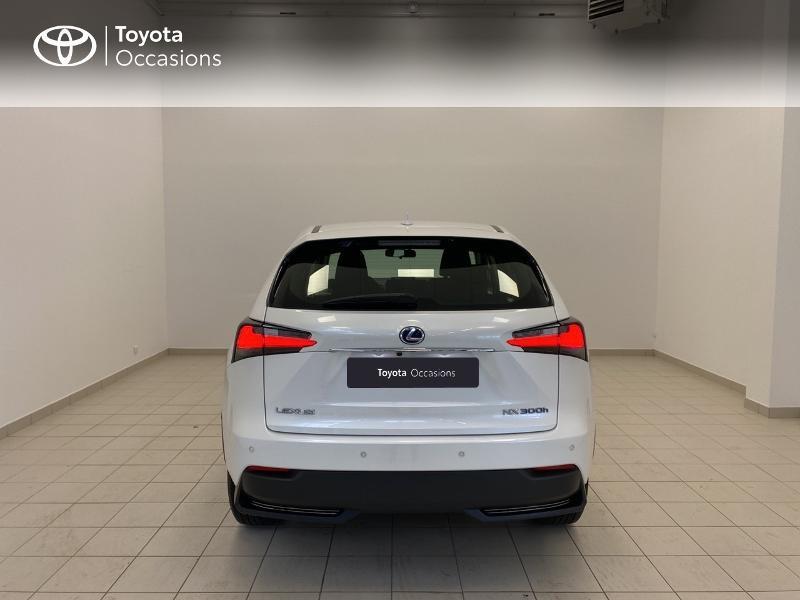 Photo 4 de l'offre de LEXUS NX 300h 2WD Pack Business à 27480€ chez Brest Automobiles - Toyota Brest