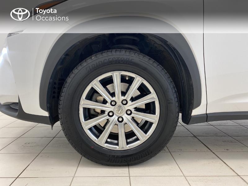 Photo 16 de l'offre de LEXUS NX 300h 2WD Pack Business à 27480€ chez Brest Automobiles - Toyota Brest