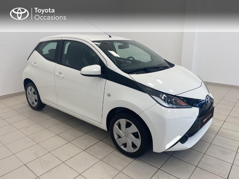 Photo 19 de l'offre de TOYOTA Aygo 1.0 VVT-i 69ch x-play 5p à 9480€ chez Brest Automobiles - Toyota Brest