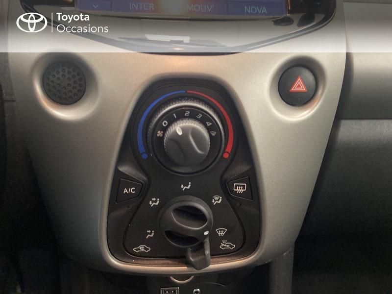 Photo 22 de l'offre de TOYOTA Aygo 1.0 VVT-i 69ch x-play 5p à 9480€ chez Brest Automobiles - Toyota Brest