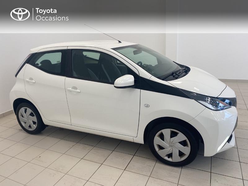 Photo 17 de l'offre de TOYOTA Aygo 1.0 VVT-i 69ch x-play 5p à 9480€ chez Brest Automobiles - Toyota Brest