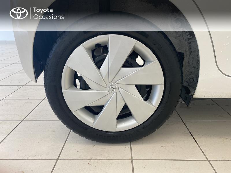 Photo 16 de l'offre de TOYOTA Aygo 1.0 VVT-i 69ch x-play 5p à 9480€ chez Brest Automobiles - Toyota Brest