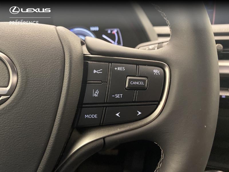 Photo 14 de l'offre de LEXUS UX 250h 2WD Premium Edition MY21 à 33980€ chez Brest Automobiles - Toyota Brest