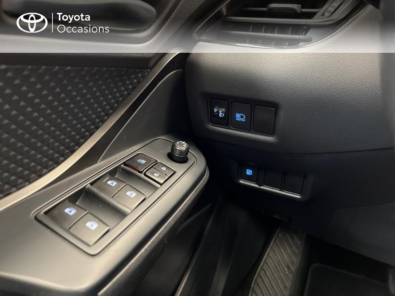 Photo 15 de l'offre de TOYOTA C-HR 122h Dynamic Business 2WD E-CVT à 17480€ chez Brest Automobiles - Toyota Brest