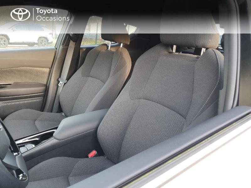 Photo 13 de l'offre de TOYOTA C-HR 122h Edition 2WD E-CVT RC18 à 21480€ chez Cap Ouest Auto - Toyota Morlaix