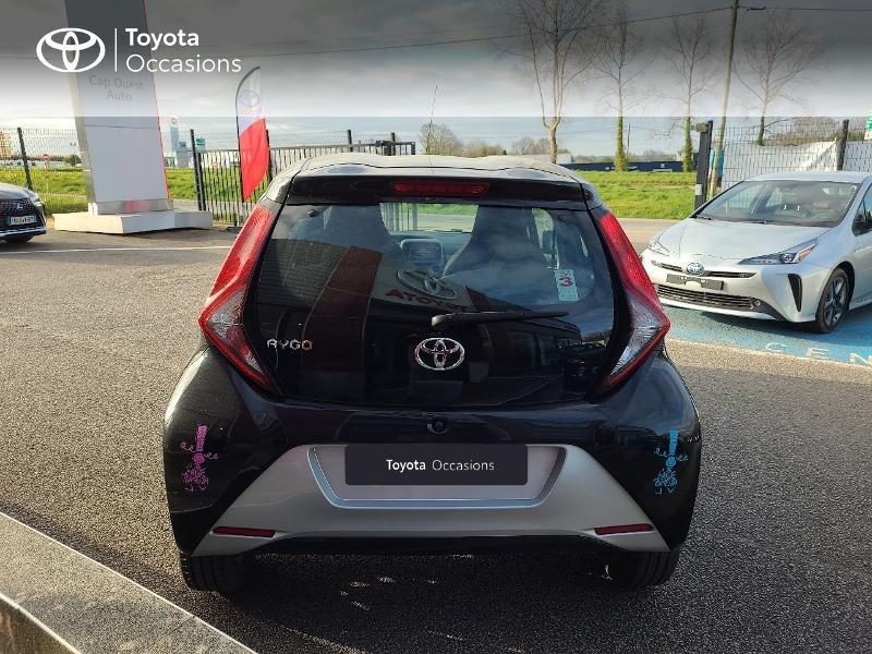 Photo 4 de l'offre de TOYOTA Aygo 1.0 VVT-i 72ch x-play x-app 5p MC18 à 9780€ chez Cap Ouest Auto - Toyota Morlaix