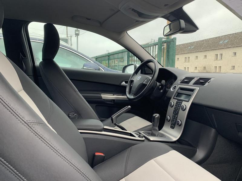 Photo 4 de l'offre de VOLVO C30 1.6 D 110CH DRIVE KINETIC à 8490€ chez International Auto Auneau