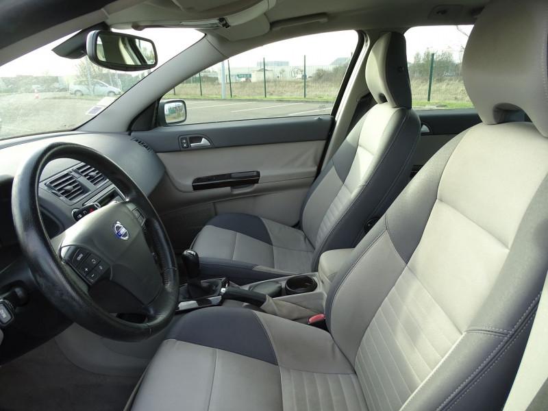 Photo 3 de l'offre de VOLVO V50 1.6 D 110CH MOMENTUM à 5390€ chez International Auto Auneau