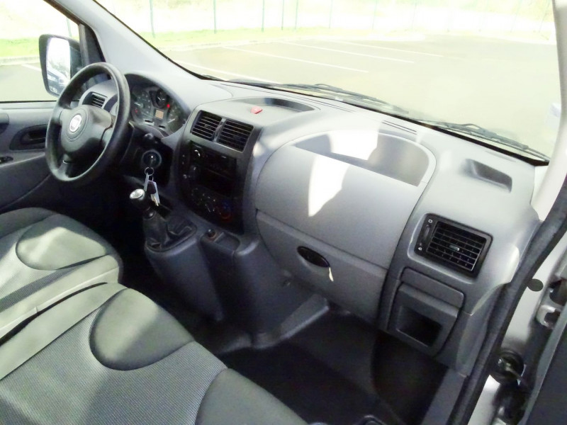 Photo 17 de l'offre de FIAT SCUDO PANORAMA CH1 1.6 MULTIJET 16V 8/9 PLACES à 11990€ chez International Auto Auneau