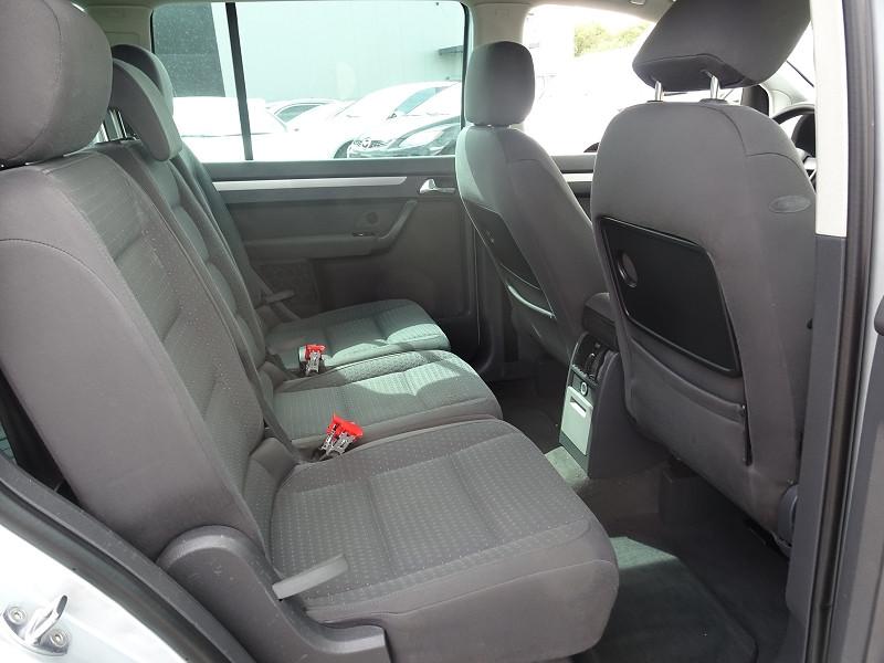 Photo 13 de l'offre de VOLKSWAGEN TOURAN 1.6 FSI 115CH CONFORT 7 PLACES à 5790€ chez International Auto Auneau