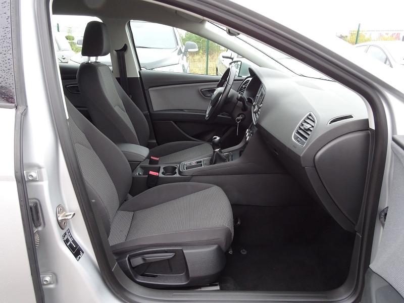 Photo 14 de l'offre de SEAT LEON ST 1.6 TDI 115CH FAP STYLE à 10990€ chez International Auto Auneau