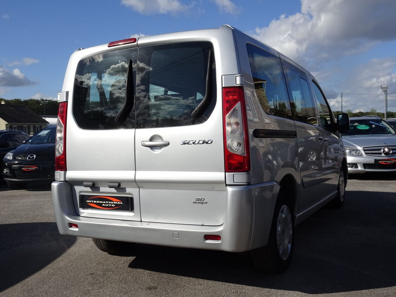 Photo 2 de l'offre de FIAT SCUDO PANORAMA CH1 1.6 MULTIJET 16V 8/9 PLACES à 11990€ chez International Auto Auneau