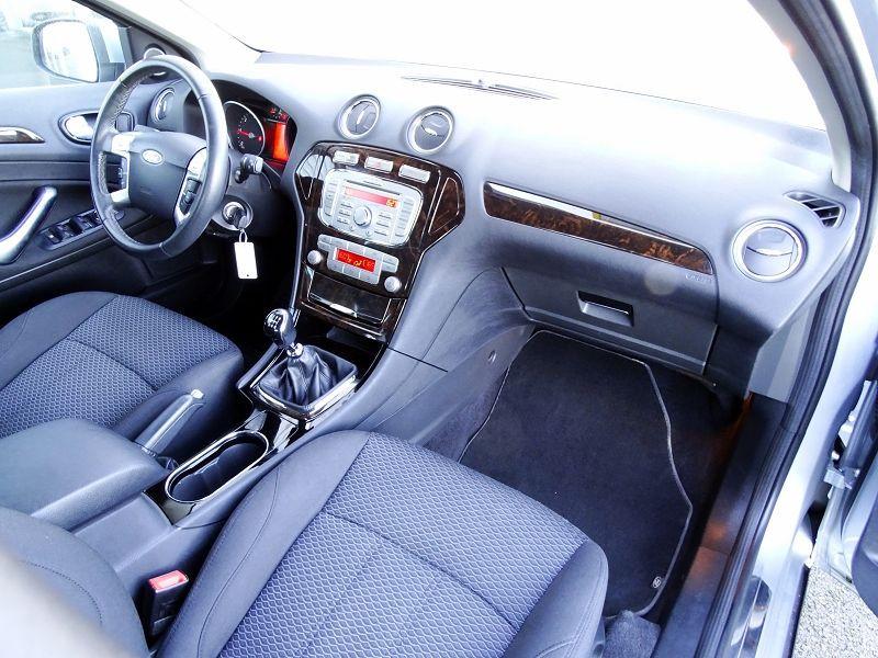 Photo 15 de l'offre de FORD MONDEO 1.8 TDCI 125CH GHIA 5P à 7190€ chez International Auto Auneau
