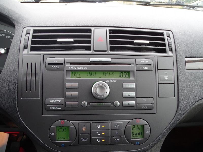 Photo 6 de l'offre de FORD C-MAX 1.8 125CH GHIA à 3990€ chez International Auto Auneau