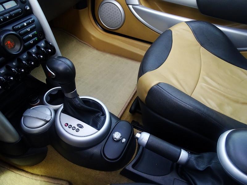 Photo 10 de l'offre de MINI CABRIO COOPER S 170CH SIDEWALK à 9890€ chez International Auto Auneau