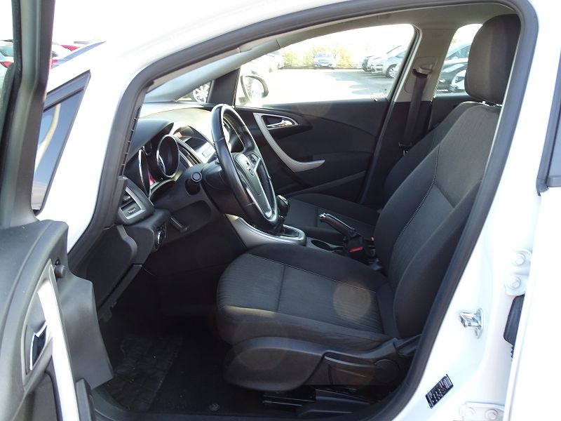 Photo 3 de l'offre de OPEL ASTRA 1.7 CDTI110 FAP BLACK & WHITE à 7890€ chez International Auto Auneau
