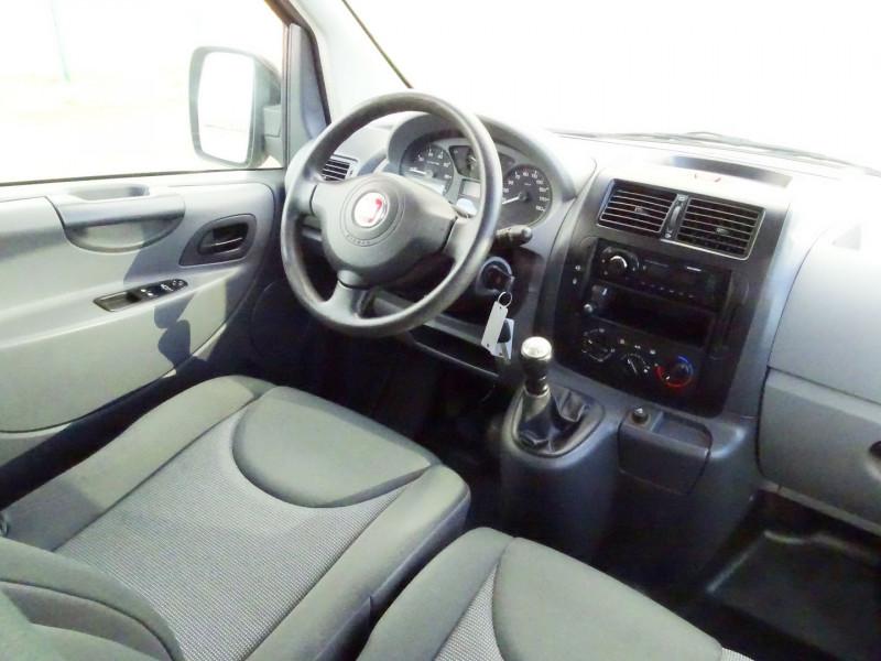 Photo 16 de l'offre de FIAT SCUDO PANORAMA CH1 1.6 MULTIJET 16V 8/9 PLACES à 11990€ chez International Auto Auneau