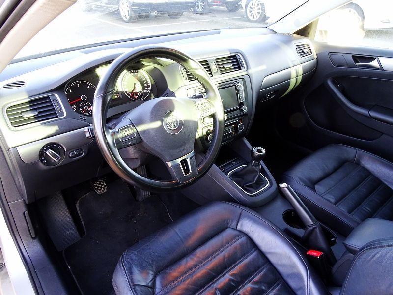 Photo 8 de l'offre de VOLKSWAGEN JETTA 2.0 TDI 140CH FAP CARAT à 8990€ chez International Auto Auneau