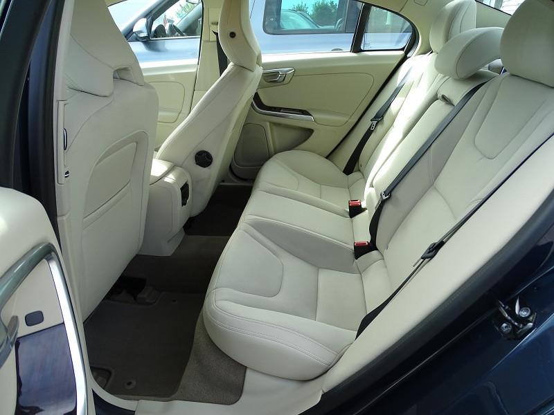 Photo 5 de l'offre de VOLVO S60 D2 115CH START&STOP MOMENTUM POWERSHIFT à 9690€ chez International Auto Auneau