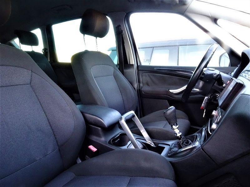 Photo 9 de l'offre de FORD S-MAX 2.0 TDCI 140CH TITANIUM à 6690€ chez International Auto Auneau