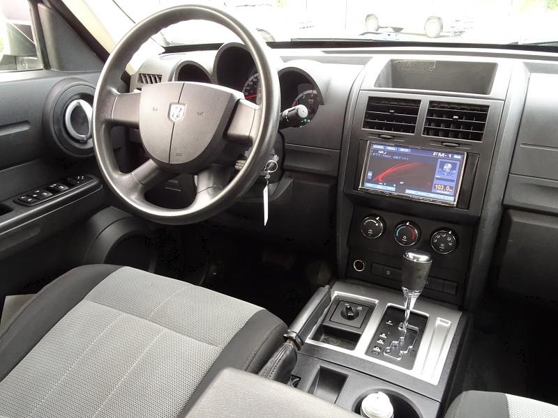 Photo 10 de l'offre de DODGE NITRO 2.8 CRD R/T 4X4 BAUTO à 11890€ chez International Auto Auneau