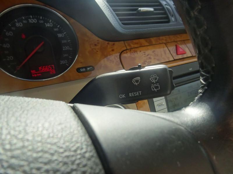 Photo 15 de l'offre de VOLKSWAGEN PASSAT SW 2.0 TDI 170CH DPF CARAT DSG6 à 7790€ chez International Auto Auneau