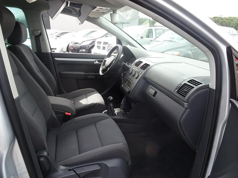 Photo 7 de l'offre de VOLKSWAGEN TOURAN 1.6 FSI 115CH CONFORT 7 PLACES à 5790€ chez International Auto Auneau