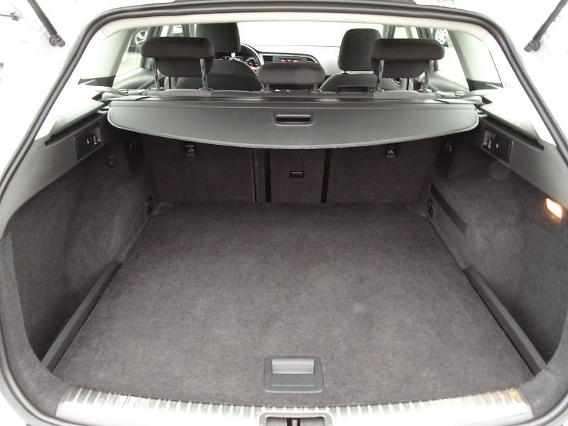 Photo 12 de l'offre de SEAT LEON ST 1.6 TDI 115CH FAP STYLE à 10990€ chez International Auto Auneau