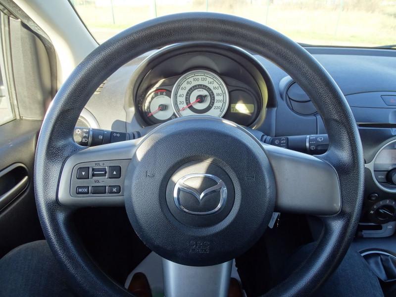 Photo 5 de l'offre de MAZDA MAZDA 2 1.4 MZ-CD ELEGANCE 5P à 5990€ chez International Auto Auneau